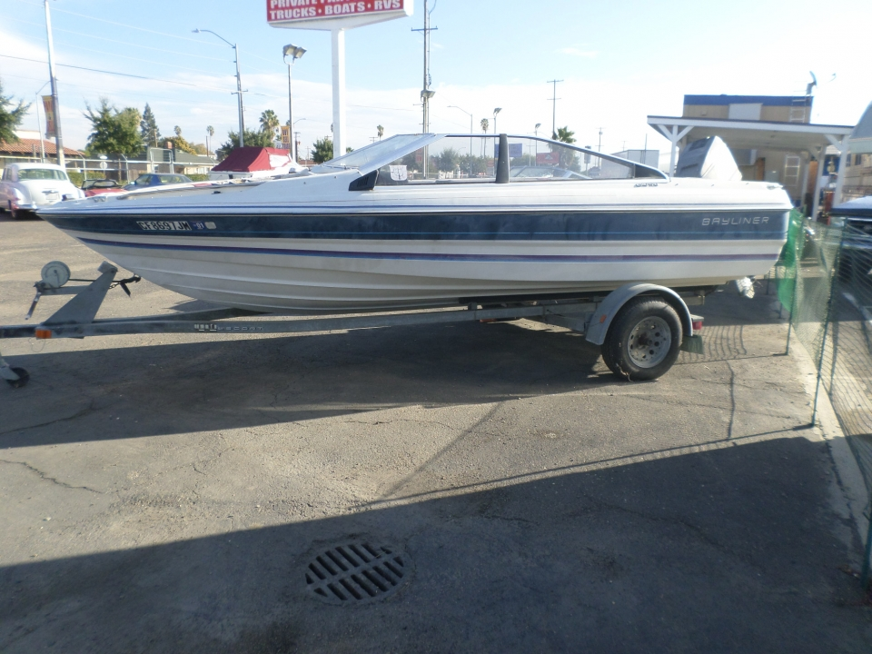 1987 Bayliner Capri Open Bow
