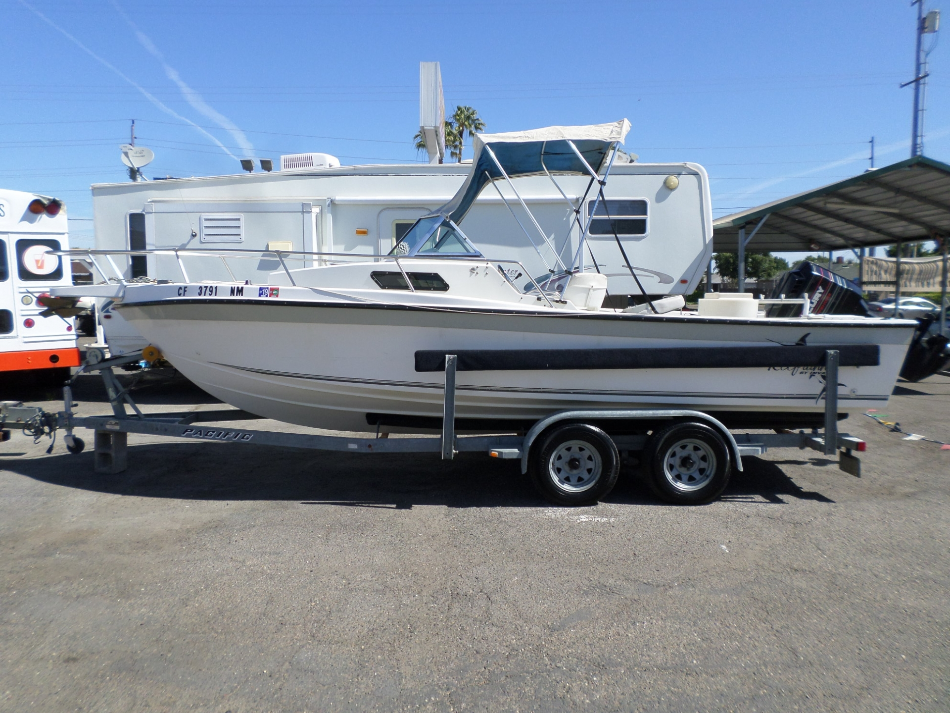 1995 Invader Reef Runner 215 Virada Fishing Boat