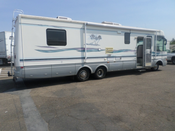 National Tropical Class A Motor Home 1997