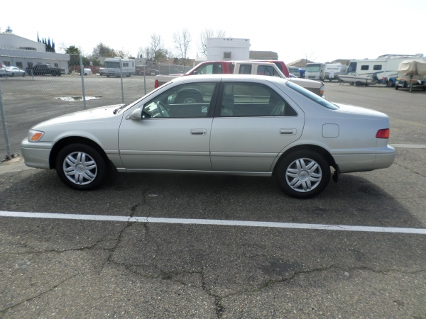 car for sale 2000 toyota camry le in lodi stockton ca lodi park and sell. Black Bedroom Furniture Sets. Home Design Ideas
