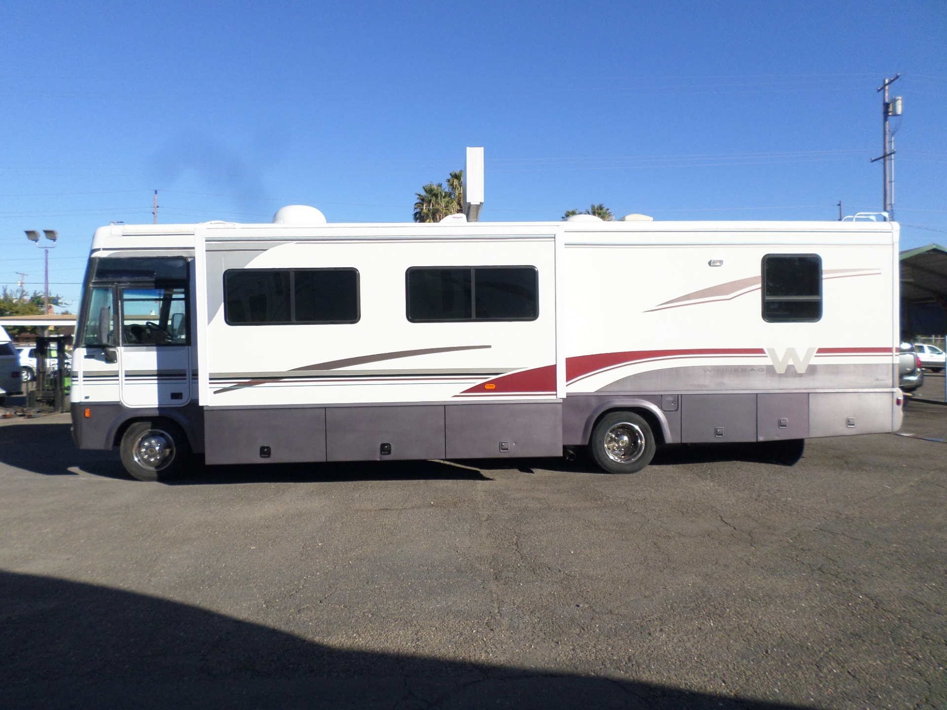 Winnebago Adventurer Motorhome 2001