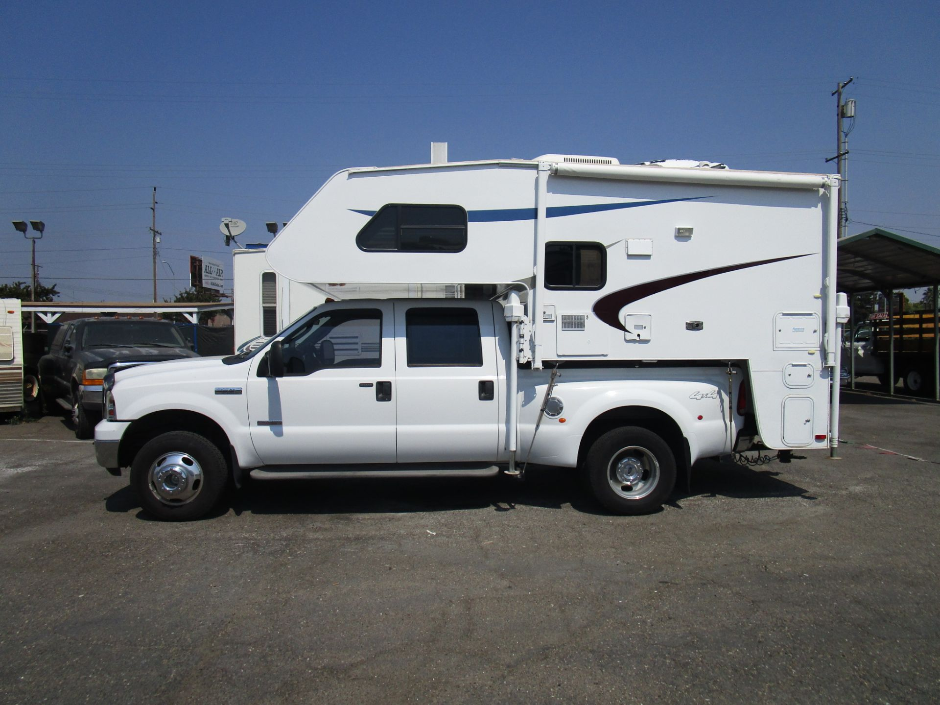 2004 Lance Cab-Over Camper Model 821