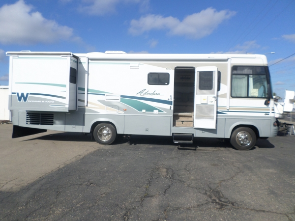 Winnebago Adventurer 31 ft 2004