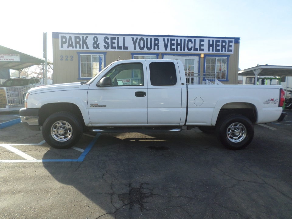 Chevrolet 2500 HD Pickup Truck 2005
