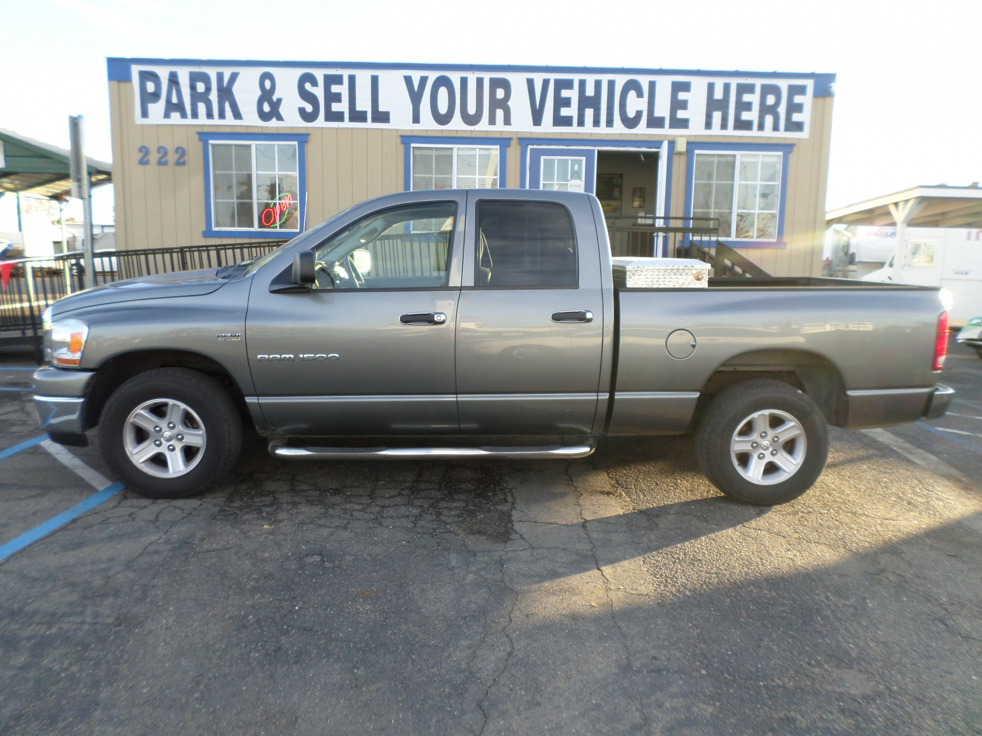 Dodge RAM 1500 Quad Cab Short Bed 2005