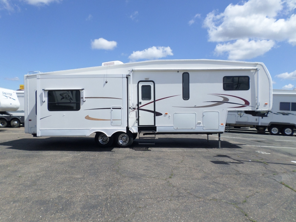 2005 Nu-Wa Hitchhiker II LS 5th Wheel