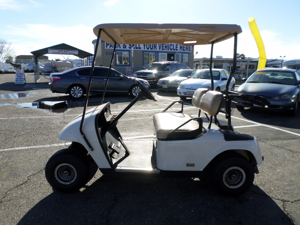 EZ-GO Golf Cart 2006