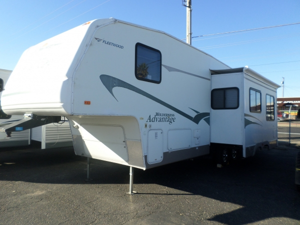 FLEETWOOD WILDERNESS ADVANTAGE 295 2BS 2006