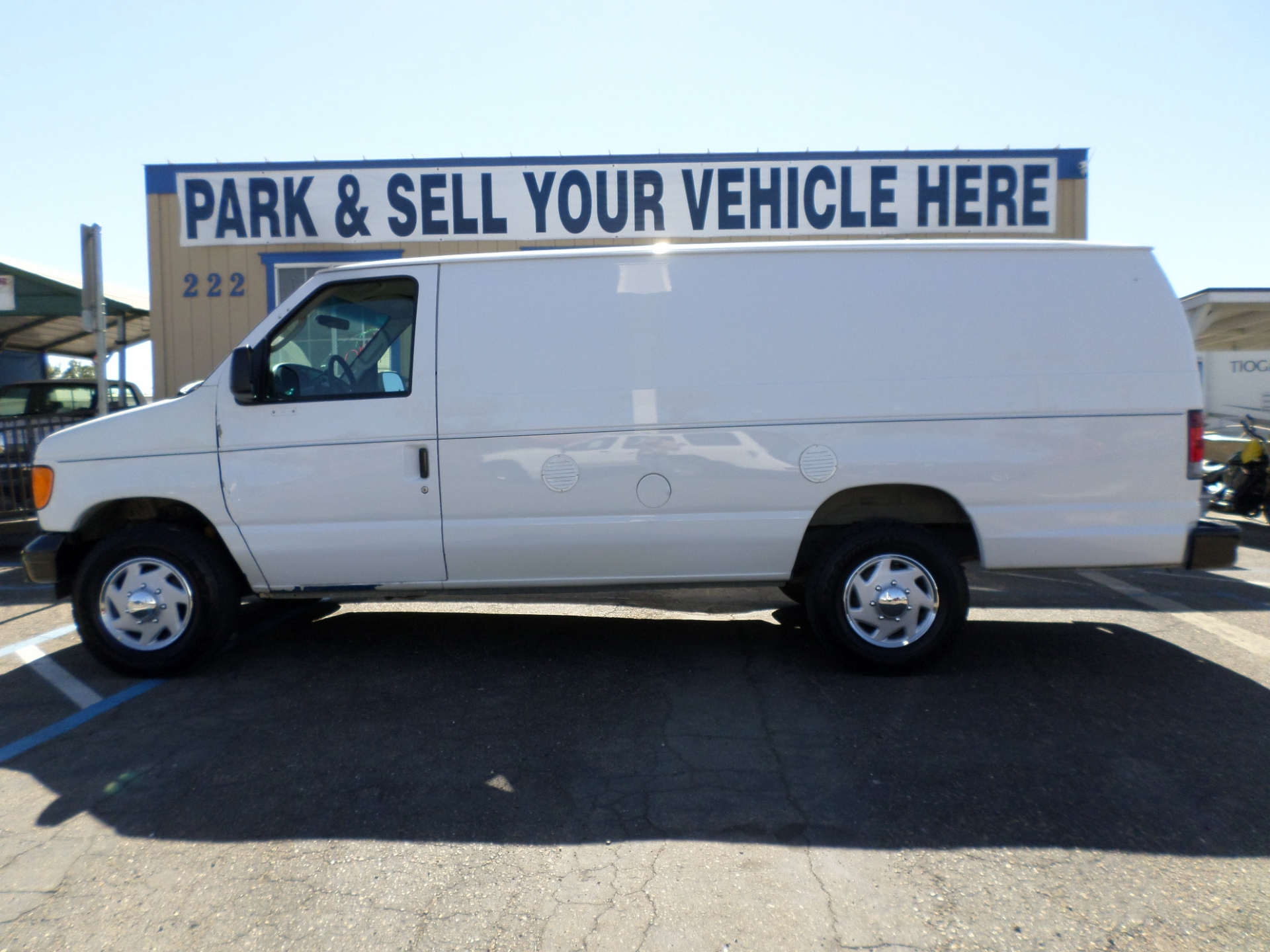 Ford E350 Super Duty Commercial Cargo Van 2007