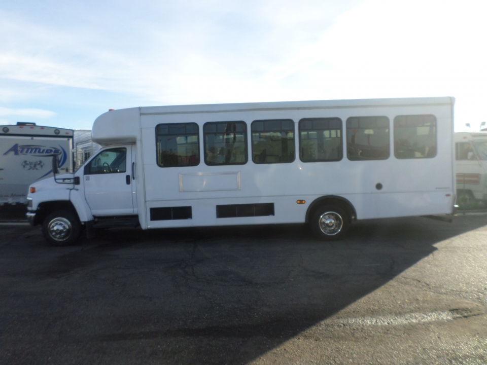 Chevrolet C5500 StarCraft Shuttle Bus 2009