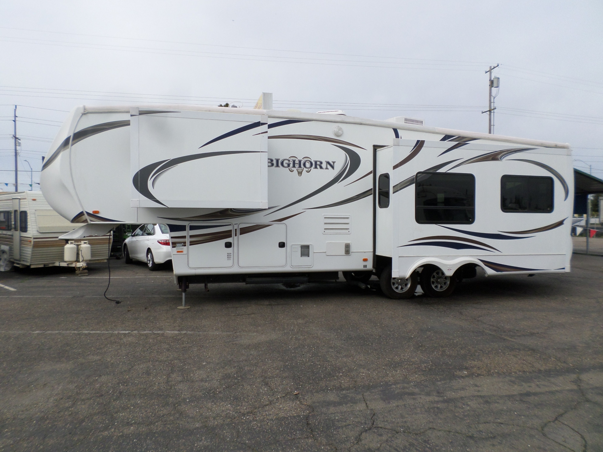 Heartland Big Horn M-3055RL 5th Wheel 2012