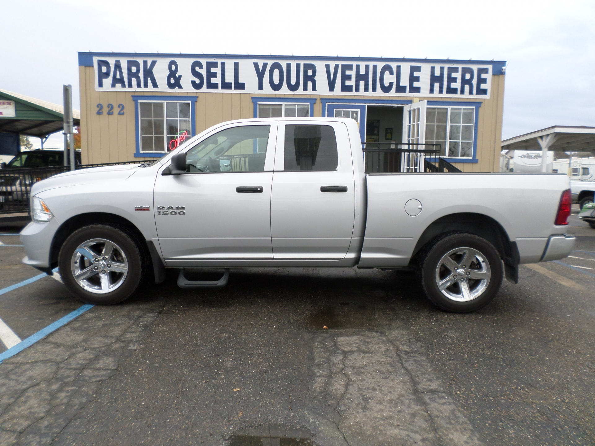 Dodge RAM 1500 Quad Cab Short Bed 2014