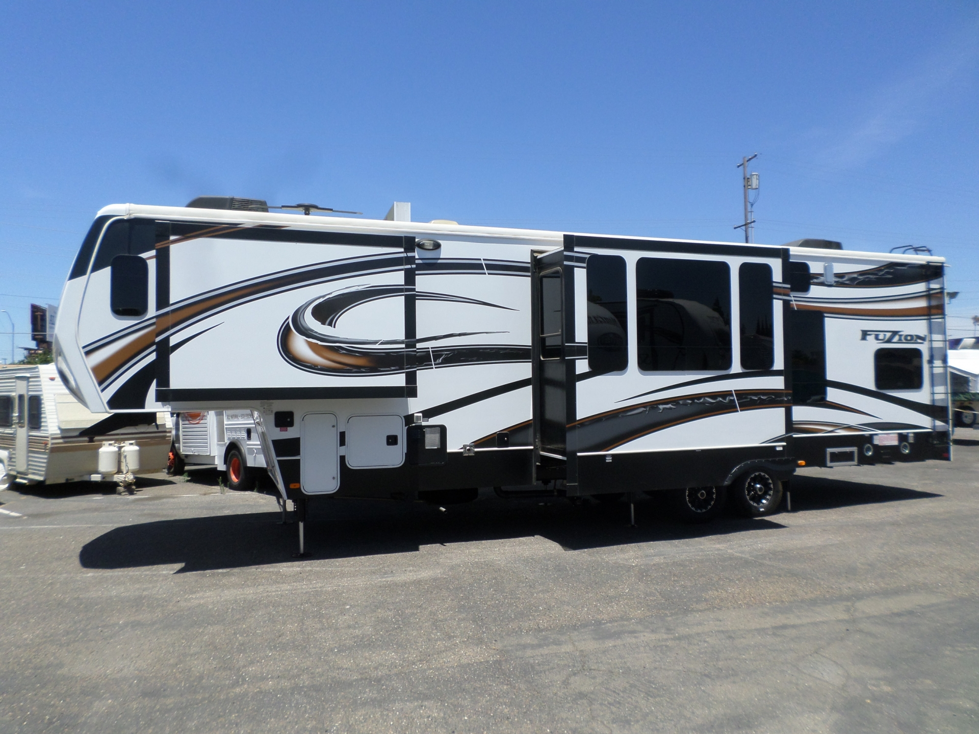 Keystone Fuzion 331 5th Wheel Toy Hauler 2014