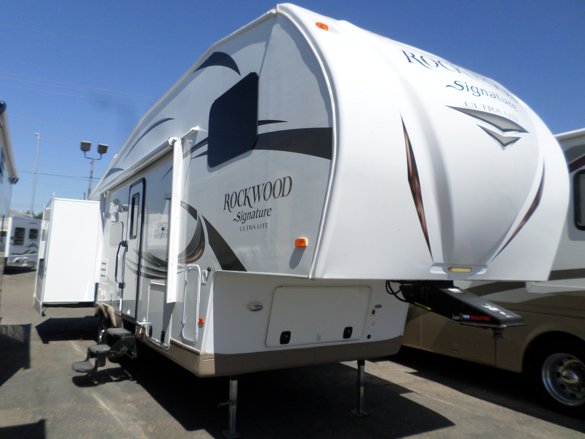 Forest River Rockwood Signature Ultra Lite Bunk House 5th Wheel 2016