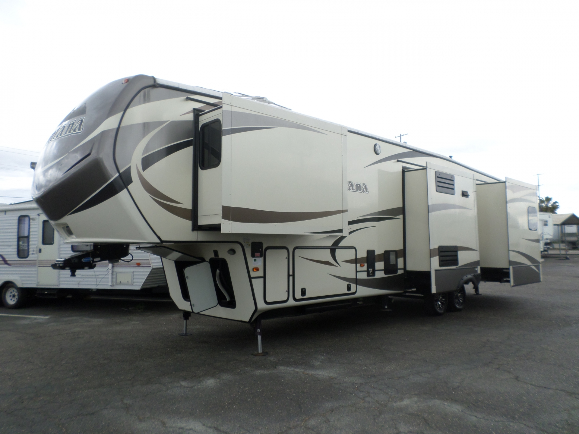 Keystone Montana 3440RL Fifth Wheel 2016