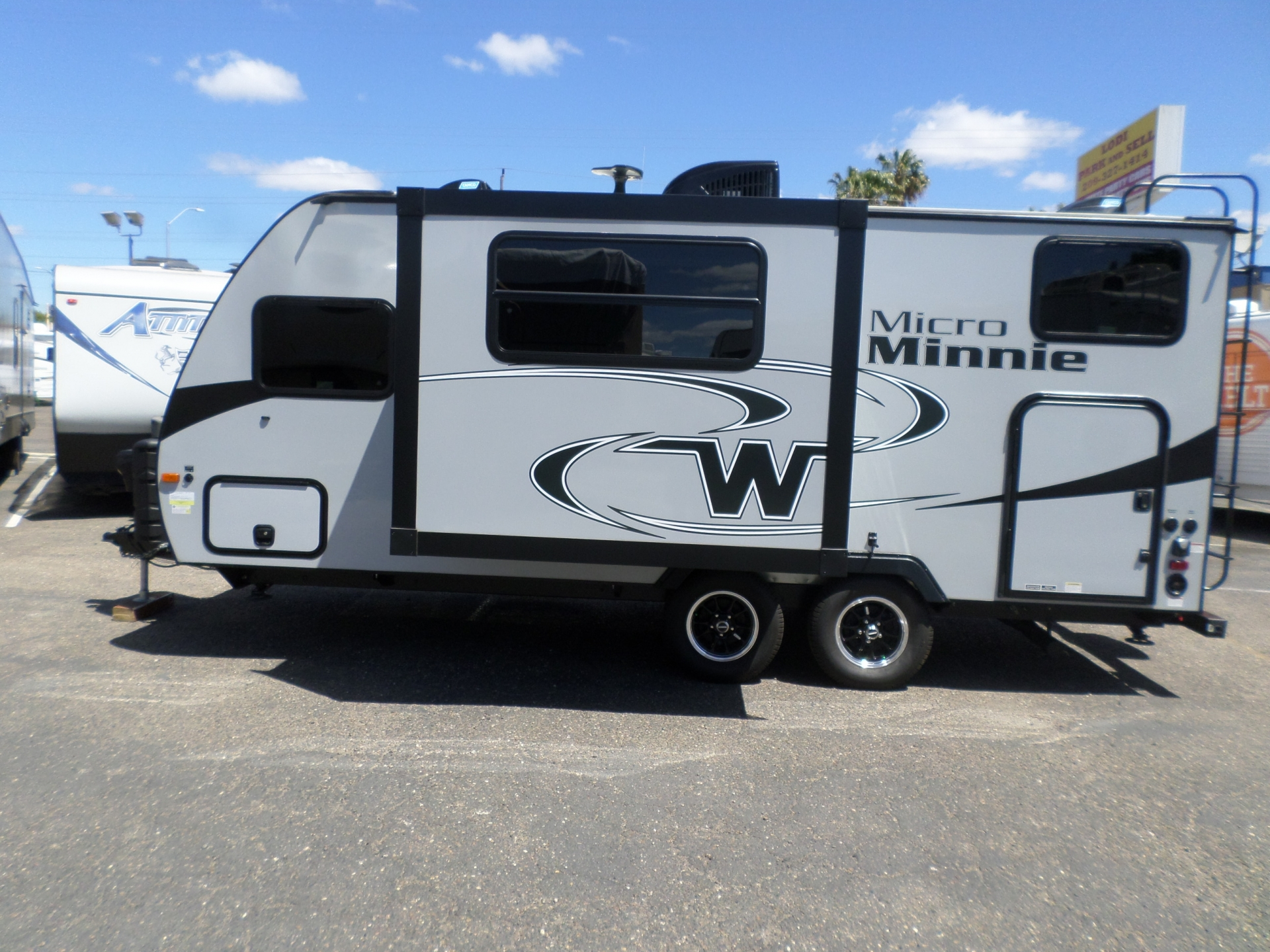 Winnebago Micro Minnie 2100BH Travel Trailer 2018