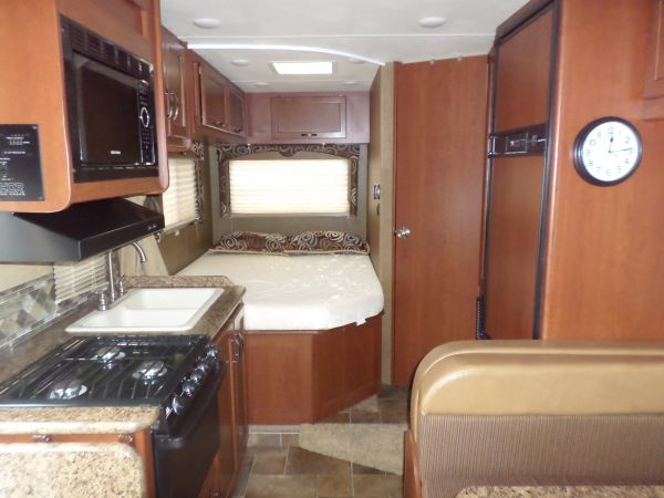 2016 Thor Freedom Elite 23h Class C Motorhome For Sale