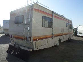 1988 Fleetwood Bounder Motorhome Photo 3