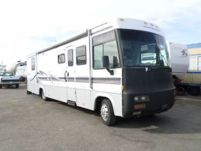 1999 Winnebago Adventurer Diesel Pusher Photo 2