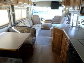 1999 Winnebago Adventurer Diesel Pusher Photo 4