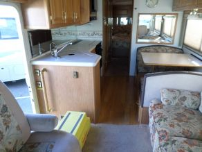 1999 Winnebago Adventurer Diesel Pusher Photo 5