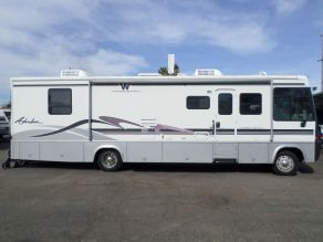 1999 Winnebago Adventurer Diesel Pusher