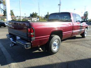 2001 Dodge 2500 SLT Lariat Extended Cab Photo 3