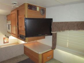 2004 Lance Cab-Over Camper Model 821 Photo 3