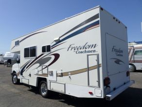2005 Coachman Freedom Photo 2