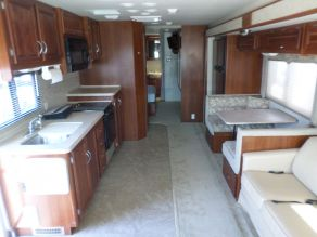 2006 Fleetwood Bounder Class A Motorhome Photo 3
