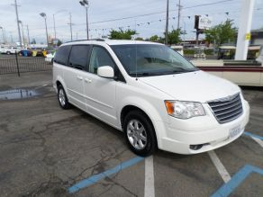 2008 Chrysler Town and Country Photo 2