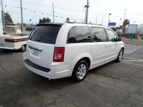 2008 Chrysler Town and Country Photo 3