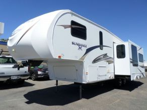 2011 Heartland Sundance XLT Ultra Lite 5th Wheel Photo 2