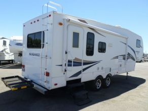 2011 Heartland Sundance XLT Ultra Lite 5th Wheel Photo 3