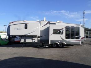 2012 Wildcat by Forest River 5th wheel Sterling 32RK  34'