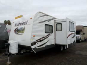 2013 Forest River Wildwood Travel Trailer Camper Photo 2