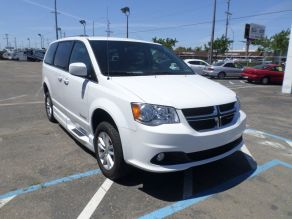 2018 Dodge Grand Caravan Side Ramp Mobility Van Photo 2