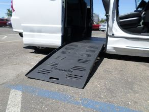 2018 Dodge Grand Caravan Side Ramp Mobility Van Photo 4