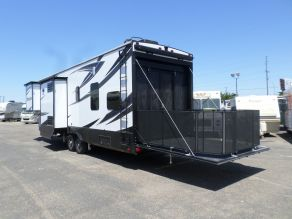 2017 Grand Design Momentum M350 5th Wheel Toy hauler Photo 3