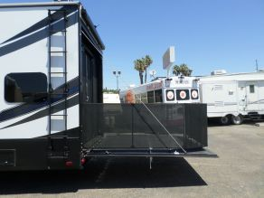 2017 Grand Design Momentum M350 5th Wheel Toy hauler Photo 4