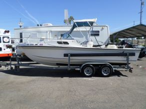1995 Invader Reef Runner 215 Virada Fishing Boat  21'