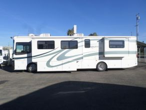 2001 Fleetwood Discovery Class A Motorhome Diesel Pusher Photo 1