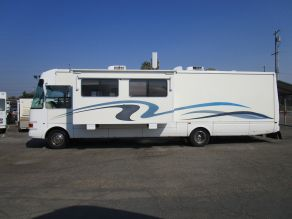 2001 National RV Dolphin Motorhome  36'