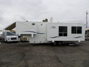 2005 Alfa See Ya 5th Wheel Photo 1